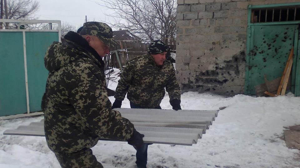 The Governor Moskal brings materials to fix the roof in Tryokhizbenka