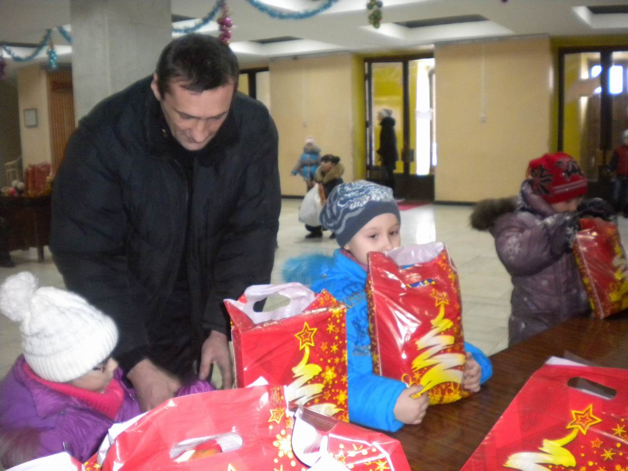 Ukrainian humanitarian aid delivered to Krasniy Luch