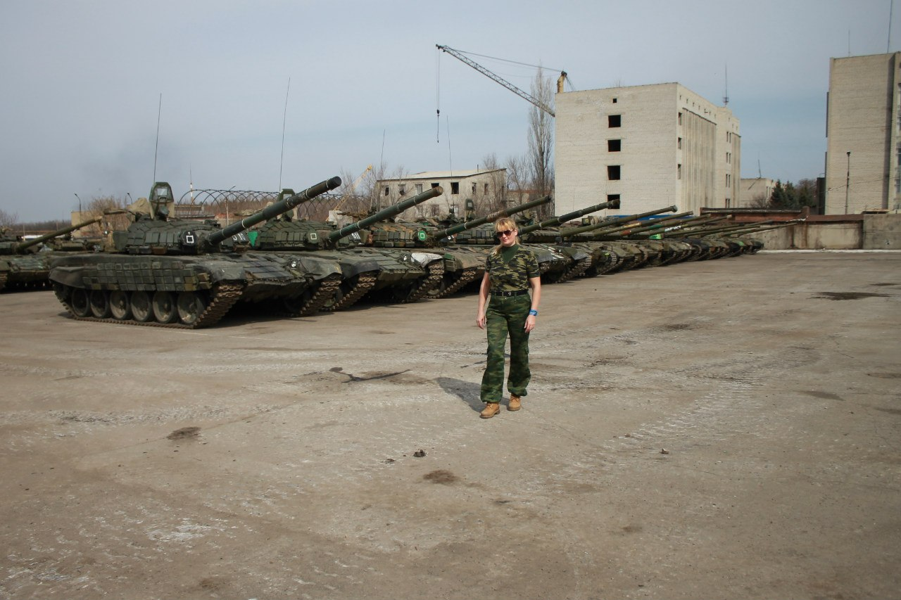 Over dozen tanks on Russian base in Lugansk, Ukraine