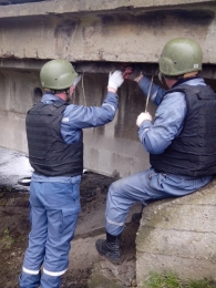 Demining the bridge in Lysychansk