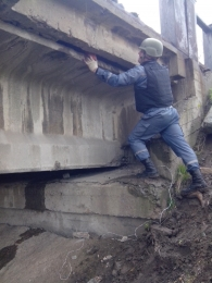 Pyrotechnic team dimining the bridge in Lysychansk