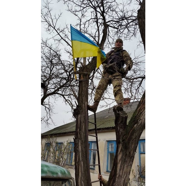 Ukrainian flag raised in Lopaskyne village