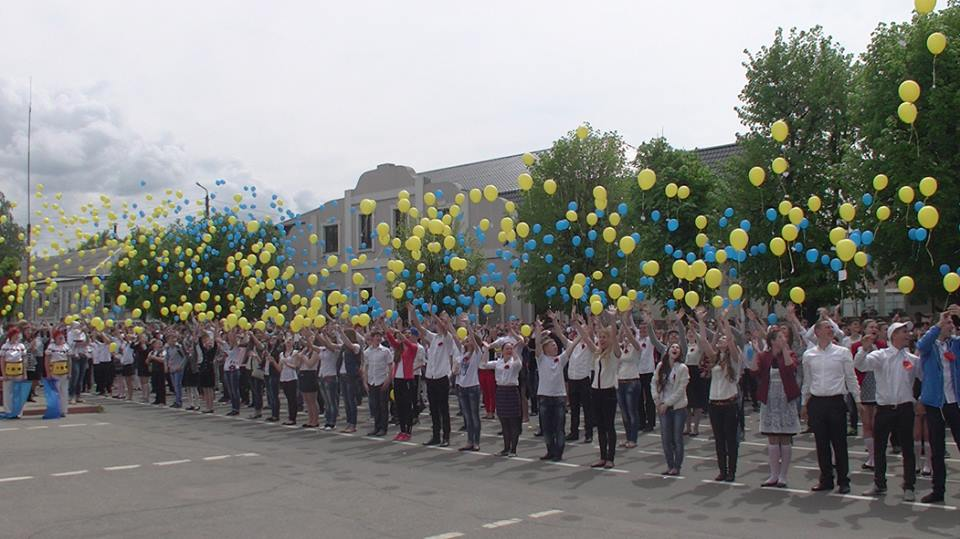 Balloons of Ukrainian flag colors sent to the sky in Starobilsk