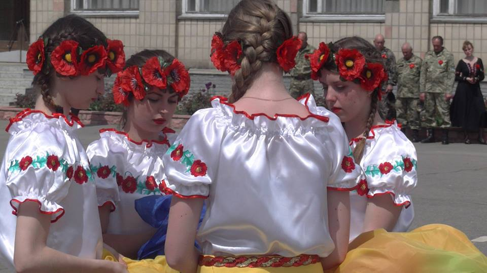 Young girls in national Ukrainian clothes