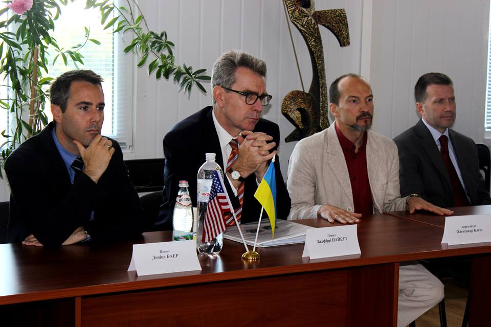 The United States Ambassador to Ukraine Geoffrey Pyatt in Kramatorsk, Donetsk Region.