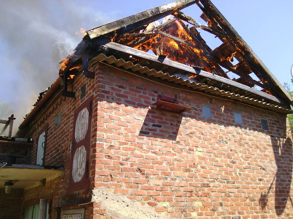 Houses are burning in Novgorodske village of Donetsk Region after terrorists attack