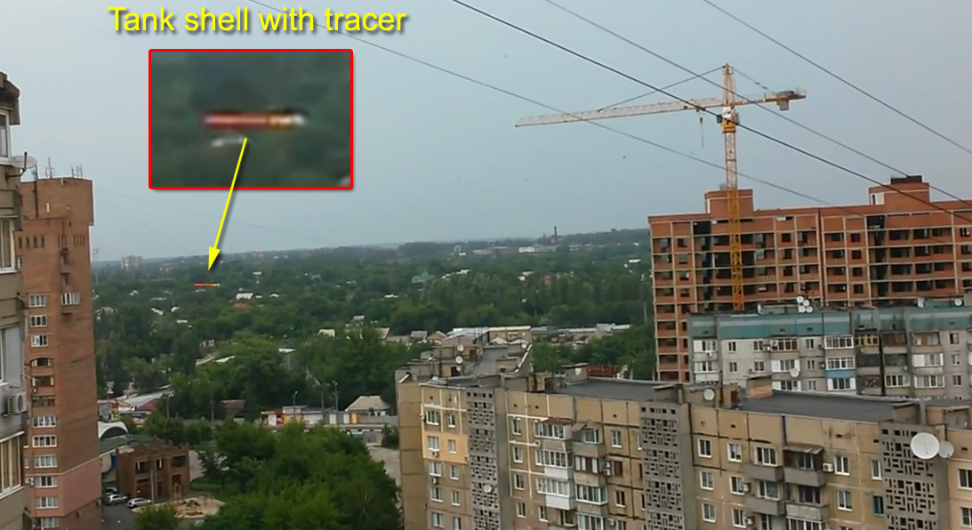 Tank shell with tracer on a video from Donetsk