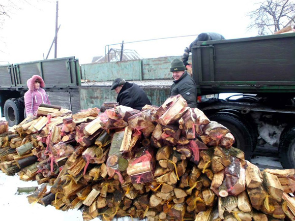UNHCR delivered firewood Mariinka