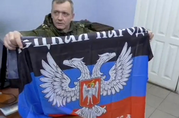 Russian officer of JCCC had a flag of Donetsk People's Republic with him