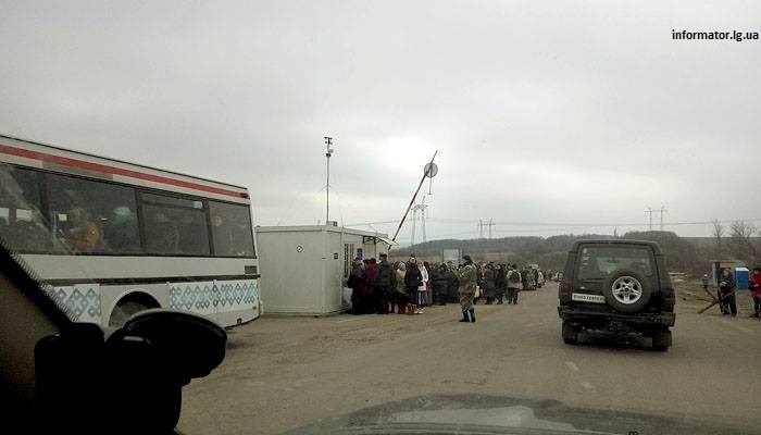 "People going via ""Zaitseve"" checkpoint. Photo by informator.lg.ua"