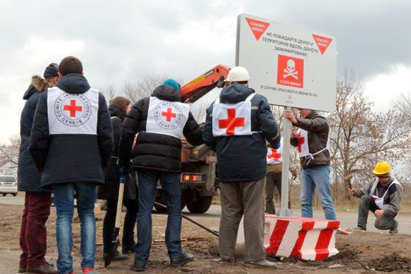 The International Committee of the Red Cross (ICRC) installs warning sings in Donetsk Region